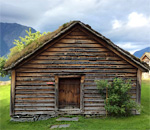 Photo by author Kathleen Ernst of Tveismestova home at Hardanger Folkemuseum in Utne Norway.