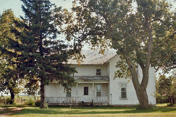Chloe rents this rural farmhouse, which I lived in while working at Old World Wisconsin. (Photo circa 1982 by Kathleen Ernst.)